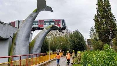 Pays-Bas: un métro sauvé in extremis de la chute par une statue