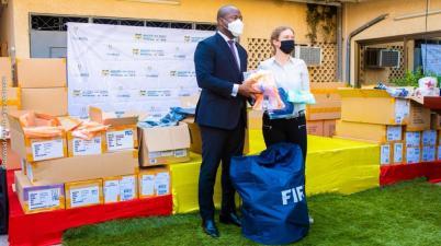 Remise d'équipements sportifs au Bénin: La Fifa accompagne le programme des ''classes sportives'', Homéky reconnaissant
