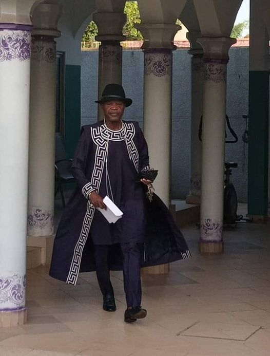 Kpakpato Sans Payer : Sapé comme jamais,  Dakpè Sossou enflamme la toile avec son   style vestimentaire ''choco''