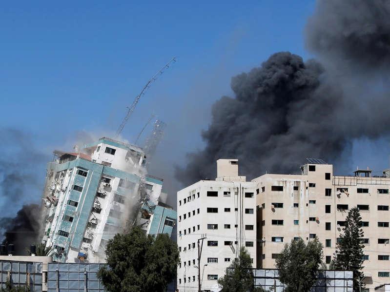 Israël pulvérise un immeuble abritant des médias internationaux à Gaza