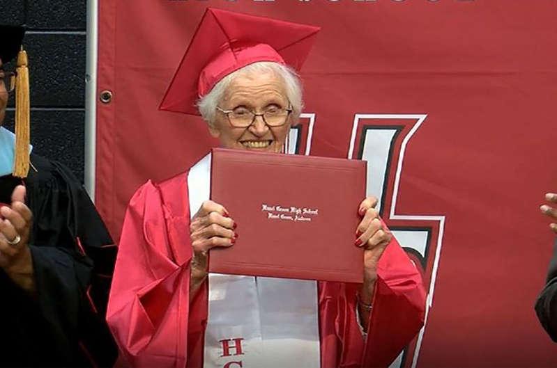 Une Américaine de 94 ans réalise son rêve et obtient son baccalauréat
