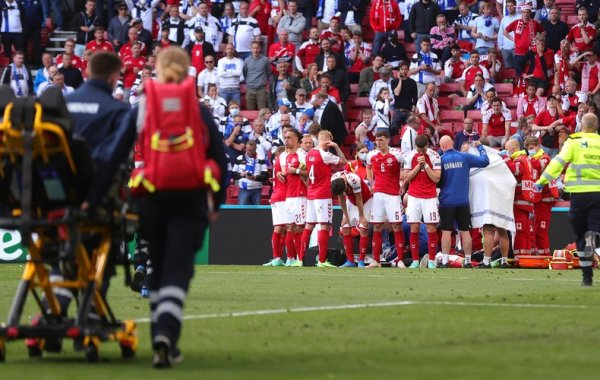 le Danois Christian Eriksen victime d'un grave malaise en plein match lors de l'Euro
