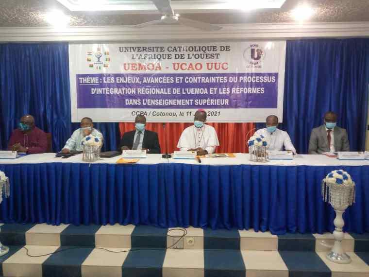 Les officiels à l'ouverture de la session