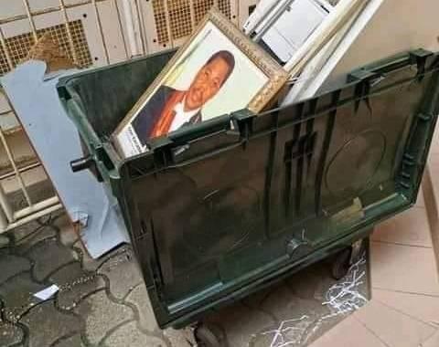 Kpakpato Sans payer : Une photo de l'ancien Président Boni Yayi jetée dans une poubelle d'une Direction fait polémique sur la toile