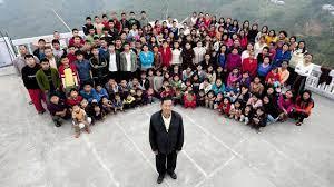 """Ziona Chana : le chef de la """"plus grande famille du monde"""" meurt dans l'État indien de Mizoram"""