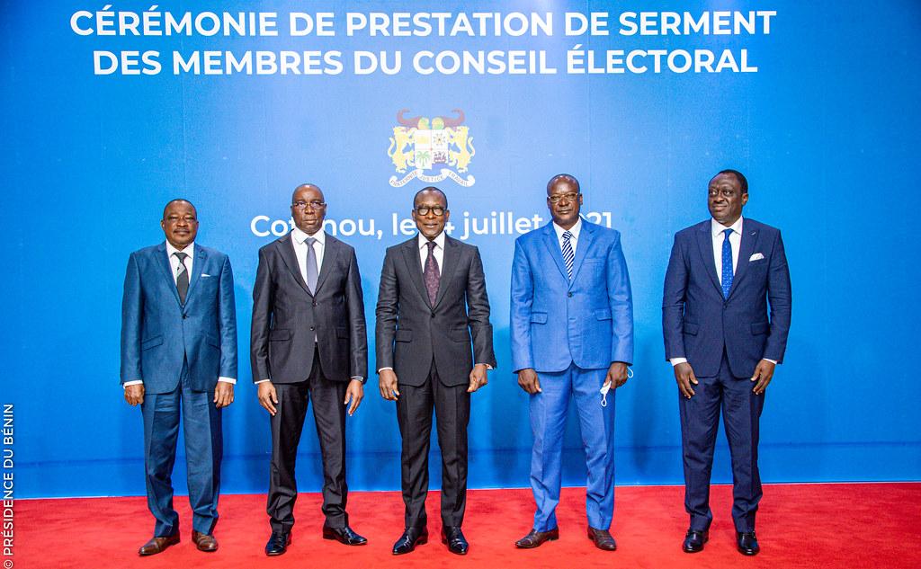 Bénin: Incomplet, des membres du Conseil électoral prêtent serment devant Talon